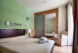 A bed or beds in a room at Apartamentos María Luisa