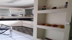 A kitchen or kitchenette at Apartamento no Centro de Caxias do Sul