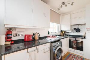 Кухня или мини-кухня в Good size 2 bedroom in a perfect location