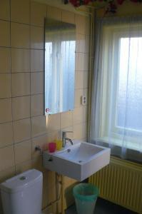 A bathroom at Amsterdam Beach Apartment