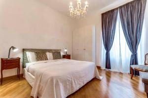 A bed or beds in a room at Charming 6 guests flat 10 minutes from Vatican