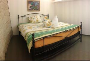 Ein Bett oder Betten in einem Zimmer der Unterkunft Apartmenthaus Saxonia