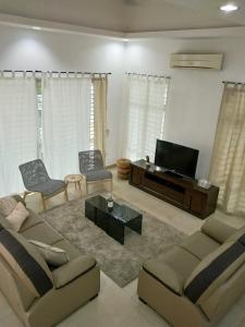 Ruang duduk di CASUAL Semi-D@Setia Alam/Klang/Setia Convention Centre