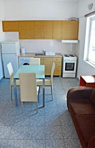 A kitchen or kitchenette at Vicky Studios