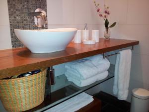Un baño de Aucity Suites