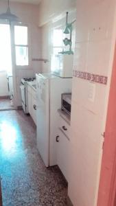 Una cocina o kitchenette en DEPTO PLENO CENTRO A 3 DE LA PLAYA