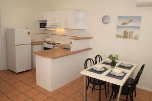 A kitchen or kitchenette at Contemporary Convenient Central Retreat