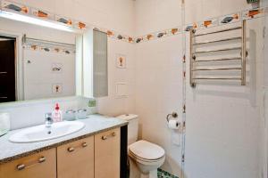 A bathroom at StudioMinsk 5 Apartments