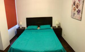 A bed or beds in a room at Departamento completo en San Borja