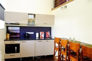 Köök või kööginurk majutusasutuses Embrace Guestrooms & Apartments