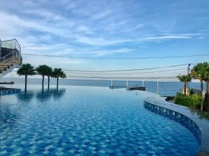 Бассейн в Delmare Bangsaray Beachfront x Stunning&High Sea View или поблизости