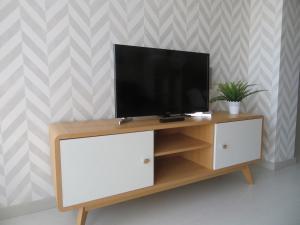 Una televisión o centro de entretenimiento en Alcañiz Flats II