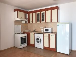 A kitchen or kitchenette at СТS Apartments in Marina Fort View Beach
