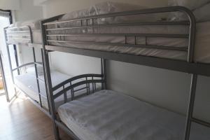 Ein Etagenbett oder Etagenbetten in einem Zimmer der Unterkunft Residentie Sofia, Coxy-Beach, Iepenwal, Kraaienest, Atlantic