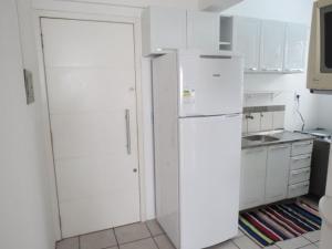 Una cocina o zona de cocina en Residencial Ponta do Sol