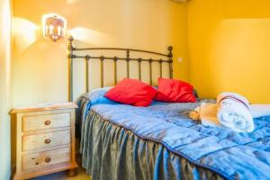 A bed or beds in a room at Apartamento Torresol Nerja
