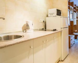 A kitchen or kitchenette at Apartamento Torresol Nerja