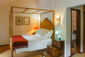 A bed or beds in a room at Alentem Villa Sleeps 8 WiFi