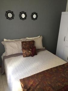 A bed or beds in a room at Apartamento Cantinho da Serra