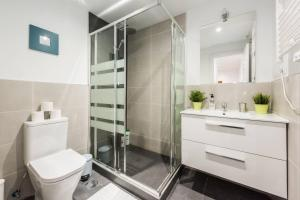 A bathroom at Modern With Ideal Location Next To Atocha Station