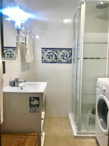 A bathroom at Estoril Studio, 1-3 Guests