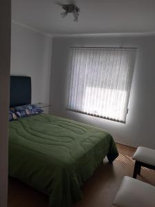 Una cama o camas en una habitación de Depto céntrico San martín de los andes