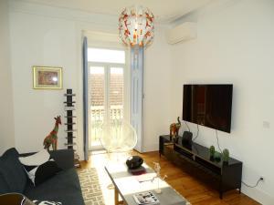 Een TV en/of entertainmentcenter bij Luxurious Apartment heart of Principe Real