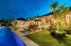 The swimming pool at or close to La Villa Des Sens