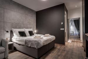 Posteľ alebo postele v izbe v ubytovaní NEW Apartment -Near dancing house Prague #2