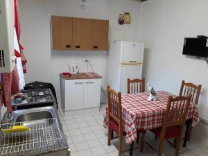 Una cocina o zona de cocina en Departamento a minutos del centro