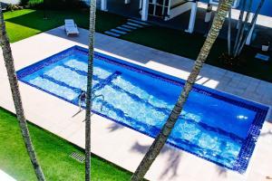 The swimming pool at or close to Apto a 70 metros da praia, Piscina e 02 vagas de Garagem