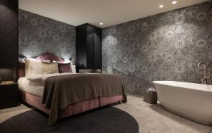 A bed or beds in a room at SISSI SUITES | luxury apartments | Mayrhofen
