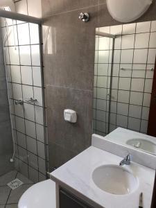 Un baño de cobertura bem localizada