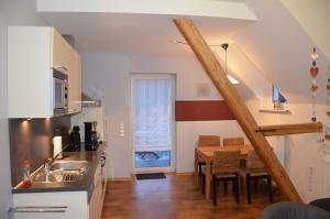 Een keuken of kitchenette bij Ferienweingut Gansen