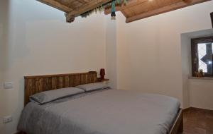 A bed or beds in a room at House in the Heart of Ovindoli