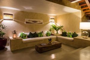The lobby or reception area at Casa Maitei