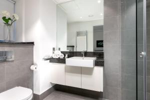 A bathroom at Prince-s House 603