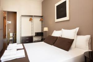 A bed or beds in a room at EasySleep Gaudi Terrace