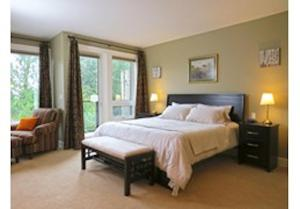 A bed or beds in a room at Mill Cove Luxury Home - 28 Night Min