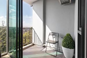 A balcony or terrace at NIDHRA นิทรา เรสซิเดนซ์