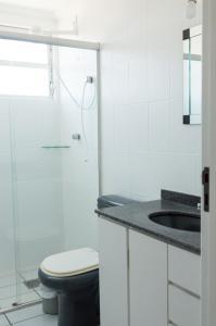 A bathroom at Residencial Larissa Elena
