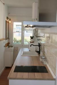 A kitchen or kitchenette at Ático con encanto