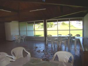 Un restaurante o sitio para comer en Residencial Solar das Gaivotas