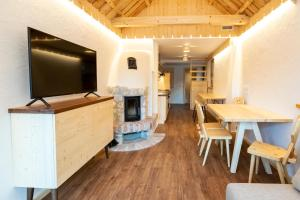 A television and/or entertainment center at Chalet Apartments ALPIK