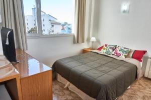 Una cama o camas en una habitación de Apartamentos Rolando