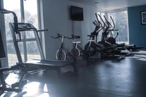 The fitness center and/or fitness facilities at Olivarius Cergy Apart'hotel