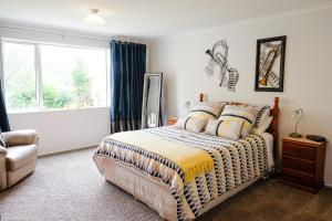 A bed or beds in a room at Highview Drive Apartment