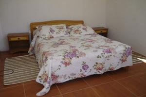 A bed or beds in a room at Cabañas Utopia