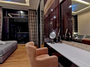 A bathroom at Dorsett Residences KLCC by Cobnb