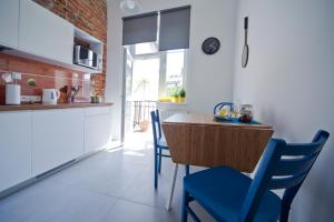 A kitchen or kitchenette at Mosquito Old Town Apartments